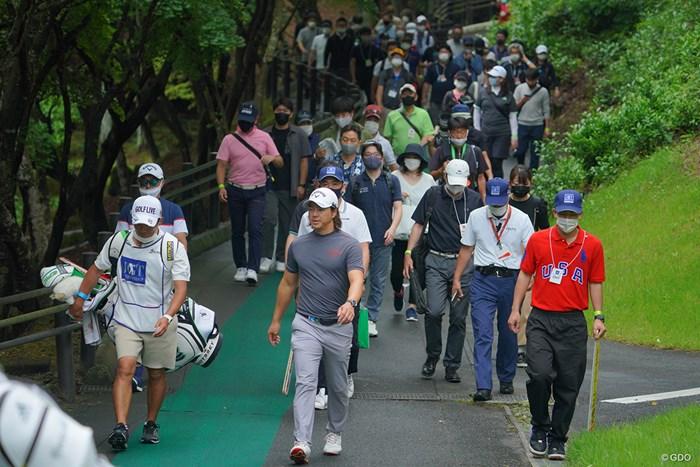 第3ラウンドはトップスタートにも関わらず、多くのギャラリーを引き連れましたね。 2021年 日本ツアー選手権 森ビル杯 Shishido Hills 3日目 石川遼