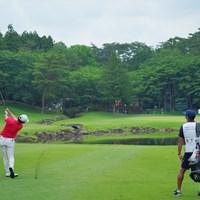 17番グリーンへ。 2021年 日本ツアー選手権 森ビル杯 Shishido Hills 最終日 木下稜介