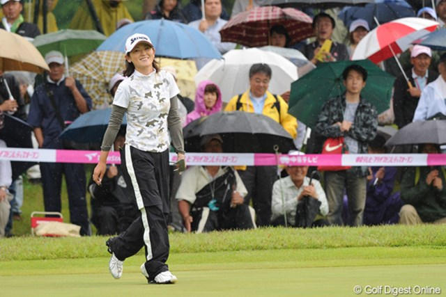 2010年 中京テレビ・ブリヂストンレディスオープン 最終日 北田瑠衣 ルイタンは雨をまったく苦にせず、平均ペースの67をマークして堂々の4位!