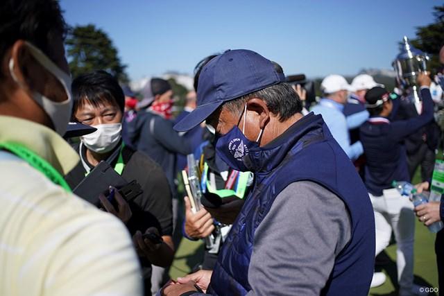 2021年 全米女子オープン 4日目 笹生優花 父・正和さんも報道陣に囲まれた