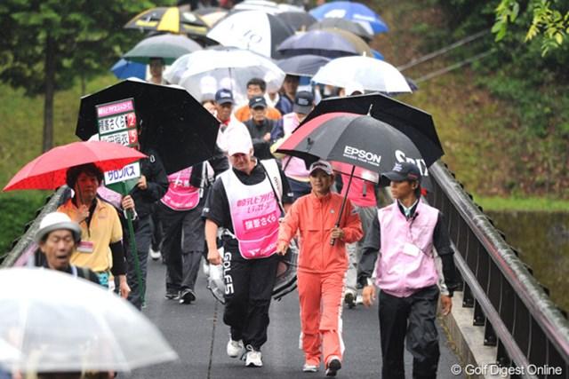 2010年 中京テレビ・ブリヂストンレディスオープン 最終日 横峯さくら 前半は伸び悩むも、後半に怒涛の4バーディという強さを見せつけたサクラ。賞金女王の面目躍如じゃ~!