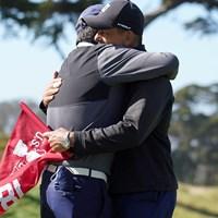 父とキャディが喜び抱き合う 2021年 全米女子オープン 4日目 笹生優花