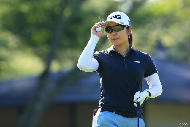 2021年 宮里藍サントリーレディスオープンゴルフトーナメント 比嘉真美子 初日 比嘉真美子が「64」のロケットスタートを切った