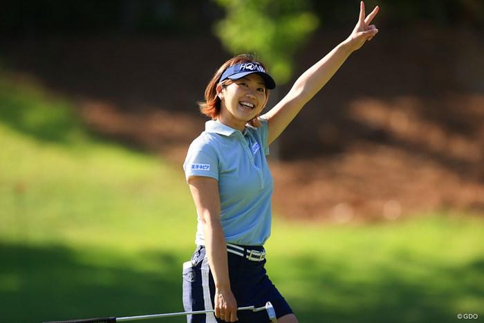 イーグルを決めてVサイン 2021年 宮里藍サントリーレディスオープンゴルフトーナメント 初日 葭葉ルミ