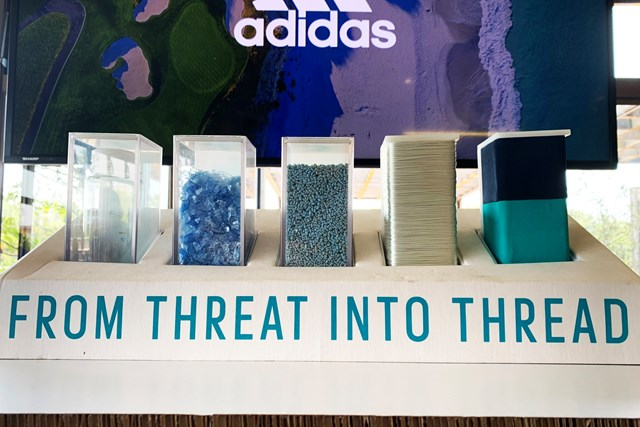 アディダス コードカオス21をゴルフ場で試し履き プラスチック廃棄物(左)から素材の糸(右)に変わるまで