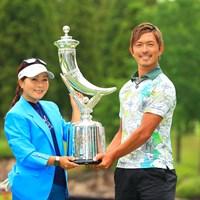 二人の優勝でもあります。おめでとうございます 2021年 宮里藍サントリーレディスオープンゴルフトーナメント 最終日 青木瀬令奈