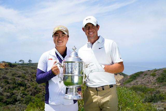 2021年 全米オープン 事前 笹生優花とロリー・マキロイ ともに全米チャンピオン。優勝トロフィを持って記念撮影。