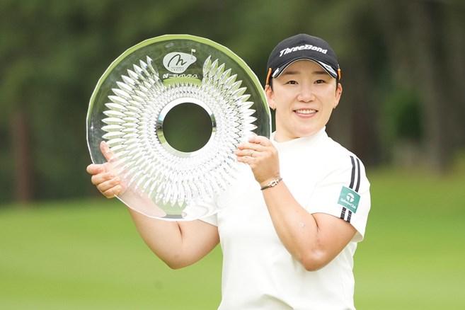 申ジエがシーズン3勝目 全美貞との韓国勢プレーオフ制す