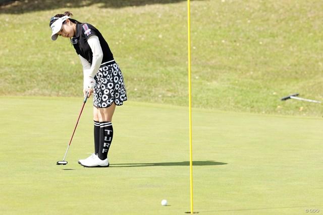 プロがパットの距離感を歩測で養う理由 大江香織 カップ際のボールの止まり方まで集中して目で追う