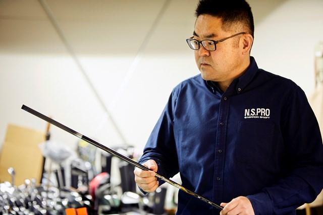 日本シャフト セールス担当 ウッド用カーボンシャフトの最新モデルとなる「MB+」について「性能は間違いない」と自信を持つ(撮影:岡崎健志)