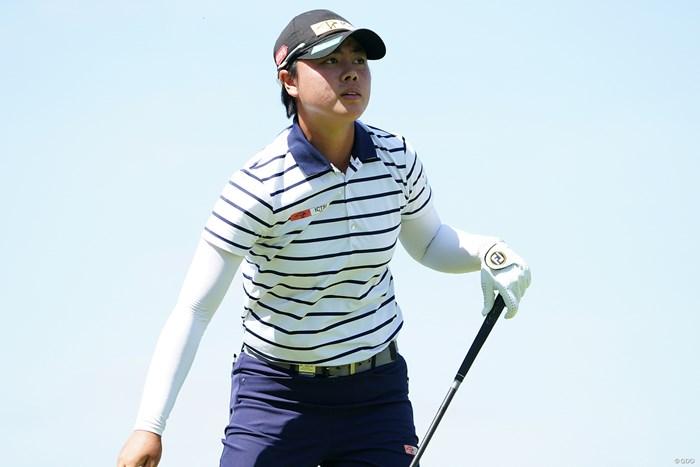 18番のティショットの行方を見る 2021年 KPMG全米女子プロゴルフ選手権 3日目 笹生優花