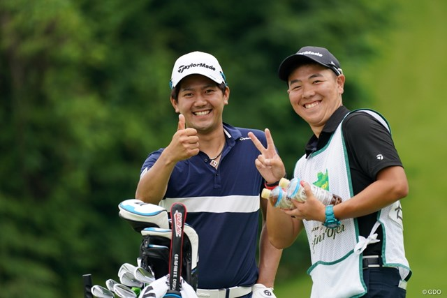 2021年 ダンロップ・スリクソン福島オープン 4日目 石坂友宏 キャディ君と、いい笑顔じゃん