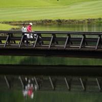 17番グリーンへ向かう橋 2021年 ダンロップ・スリクソン福島オープン 4日目 木下稜介