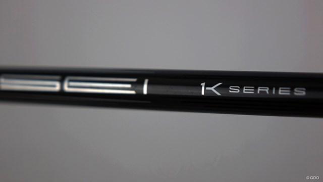 TENSEI プロ ホワイト 1Kを万振りマンが試打「他の色よりニュートラル」 「1Kシリーズ」を示す「1」と「K」を組み合わせた文字が光る