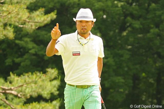 2010年 ダイヤモンドカップゴルフ 初日 片山晋呉 16番パー3でこの日2つ目のバーディを奪った片山晋呉。この日はボギーも3つ叩き2アンダー17位タイスタート