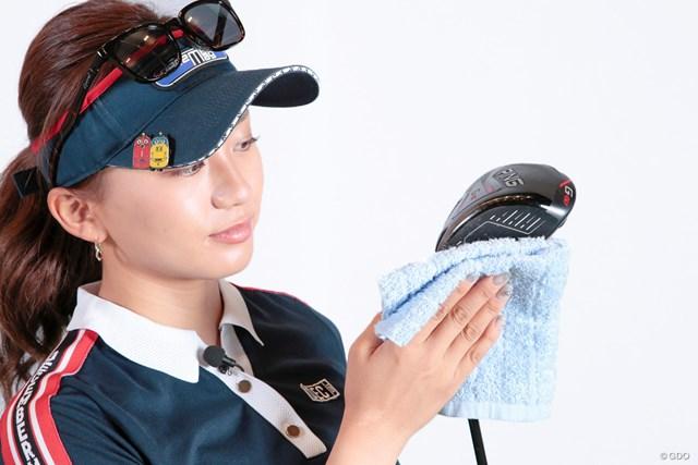 雨の日のゴルフ 絶対に濡らしてはいけないものは? 江口紗代 1Wのミスは致命傷。拭くだけで大きなミスを防げる
