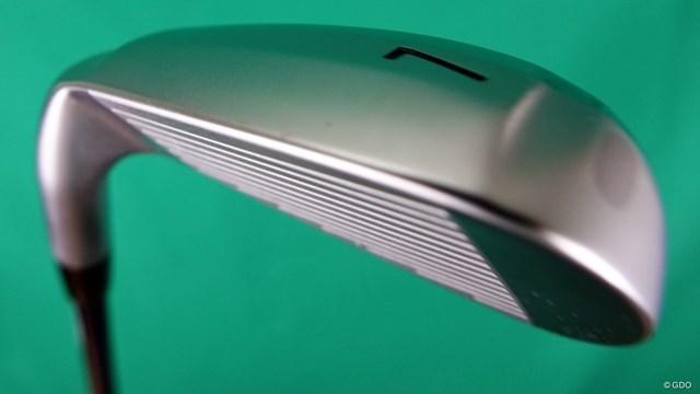 スリクソン ZX4 アイアンを西川みさとが試打「飛び姿が満点」 全体は幅広だが芝との接触を最小限に抑えるV形状ソールを採用