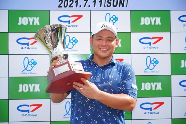 2021年「JOYXオープン」 尾崎慶輔 2021年「JOYXオープン」を制した尾崎慶輔(大会提供)