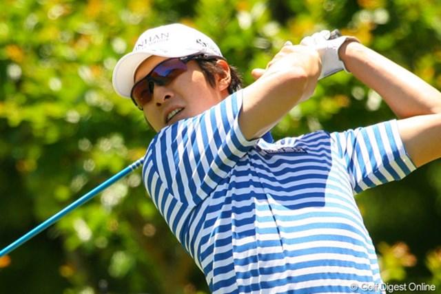 2010年 ダイヤモンドカップゴルフ 2日目 金庚泰 「ショットが良くない」と言う金庚泰だが、2位に5打差をつけて単独首位に浮上している