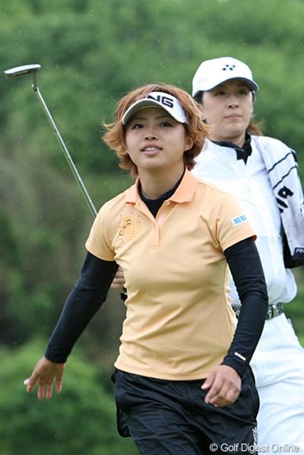 2010年 ヨネックスレディスゴルフトーナメント 初日 一ノ瀬優希 1アンダー、3位タイで足取りも軽い優希ちゃんです