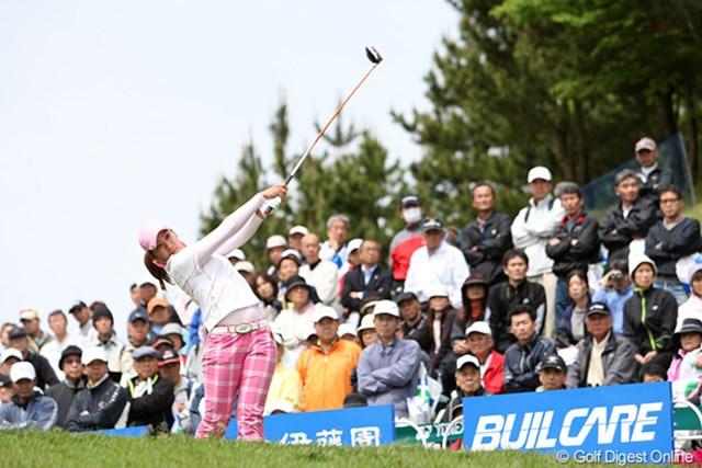 2010年 ヨネックスレディスゴルフトーナメント 初日 若林舞衣子 ホステスプロとして地元の声援を受けながらスタートする