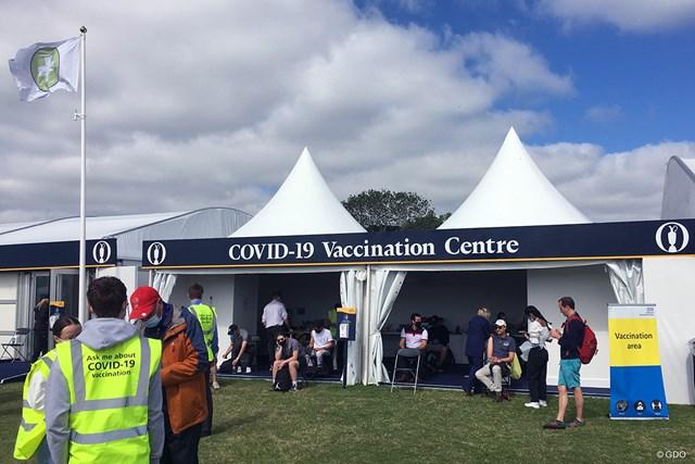 2021年 全英オープン 3日目 ワクチン接種センター コース内のワクチン接種センター。案内されたイスに座ったら、30分ほどで完了する