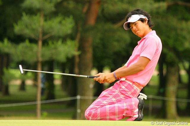 2010年 ダイヤモンドカップゴルフ 2日目 石川遼 15番では長いパーパットを執念で決めた石川遼。その思いが予選突破につながった