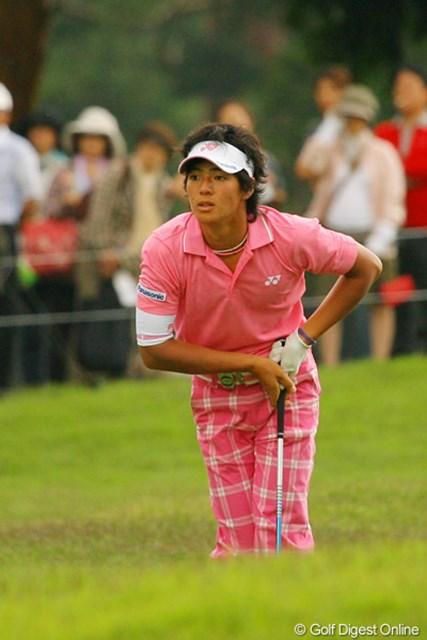 2010年 ダイヤモンドカップゴルフ 2日目 石川遼 「どうだ、行ってくれ!」ボールを見つめ念を送る石川遼