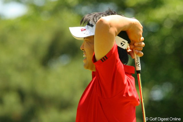 2010年 ダイヤモンドカップゴルフ 2日目 武藤俊憲 「うわーっ」9番で、絶対に入ったと思ったバーディパットが決まらず思わずうなった武藤俊憲