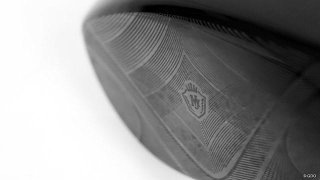 マジェスティ ロイヤル ドライバーを西川みさとが試打「長尺に慣れれば◎」 フェース中央にロゴを配した豪華なデザインは健在