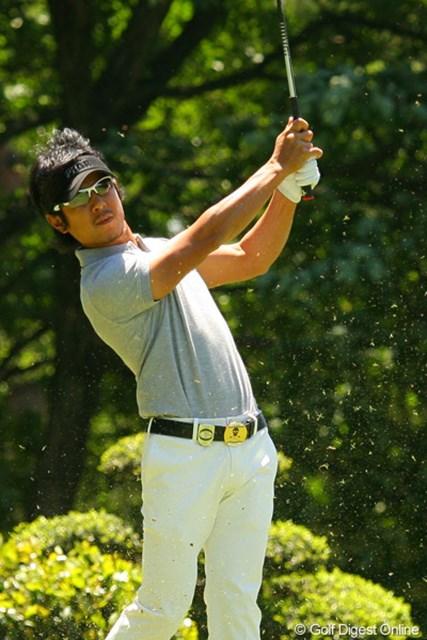 2010年 ダイヤモンドカップゴルフ 2日目 矢野東 全米オープン予選で5位から繰り上げで出場権を得た矢野東。向かい風のティショットは短く持って低い弾道で!