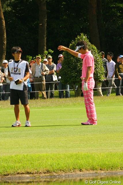 2010年 ダイヤモンドカップゴルフ 2日目 石川遼 「僕は得意ですよ!」9番で2打目を池に入れた石川遼。ここは気合いでパーセーブ