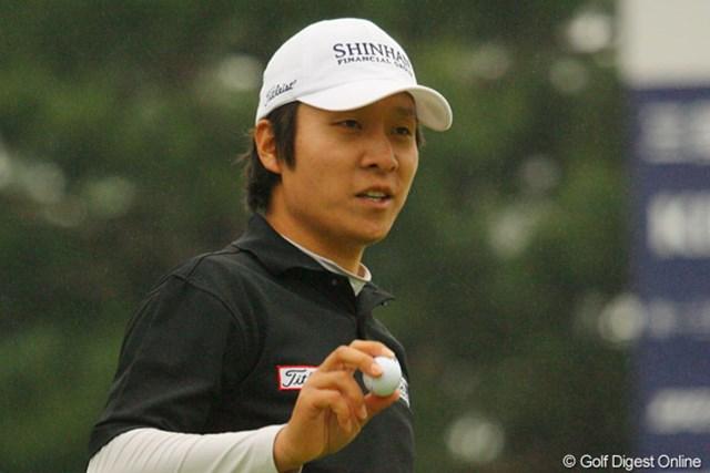 2010年 ダイヤモンドカップゴルフ 3日目 金庚泰 序盤は伸び悩んだ金庚泰だが、終盤の4連続バーディで再び後続を引き離した