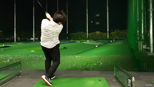 マジェスティ ロイヤル ドライバーを万振りマンが試打「全ゴルファー対象」 「ハイドローをかけていく打ち方が必要」と万振りマン