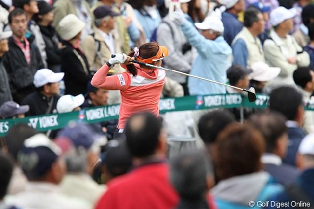 2010年 ヨネックスレディスゴルフトーナメント 2日目 スタートホール スタートホールは、ギャラリーがいっぱいです