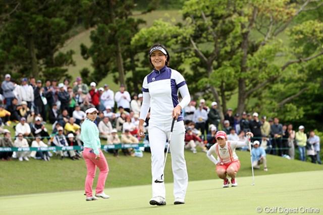 2010年 ヨネックスレディスゴルフトーナメント 2日目 全美貞 8アンダーで今日もトップで笑顔がこぼれます