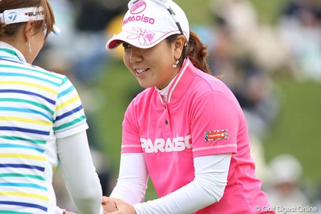 2010年 ヨネックスレディスゴルフトーナメント 2日目 宮里美香 同組の選手とがっちり握手、有難うございました