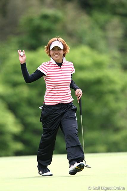 2010年 ヨネックスレディスゴルフトーナメント 2日目 一ノ瀬優希 最終ホールをバーディで締めくくり笑顔でご挨拶