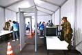 ここが私たち関係者の入口。自衛隊の方々は逞ましく安心感があります。日本の誇りですね。