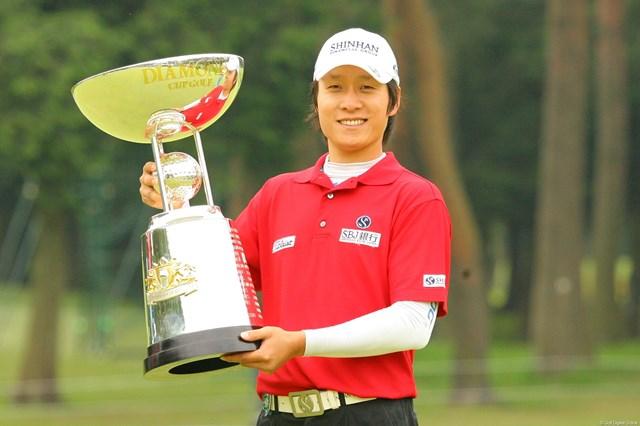 2010年 ダイヤモンドカップゴルフ 最終日 金庚泰 3日までの貯金を活かして見事に逃げ切り、ツアー初勝利を手にした金庚泰