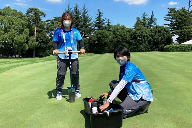 2021年 東京五輪 事前 カップ切り オリンピックのカップ切りを担当する尾崎さん(左)と磯村さん(右)