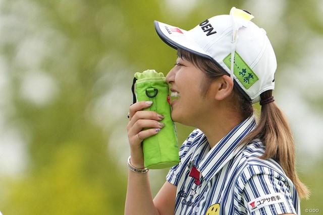 2021年 楽天スーパーレディース 2日目 田辺ひかり きょうも暑いと口にペットボトル