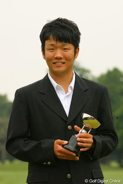 2010年 ダイヤモンドカップゴルフ 最終日 浅地洋祐 9位タイでベストアマを獲得した浅地洋祐。プロと互角に戦える自信をつけ今後が期待される