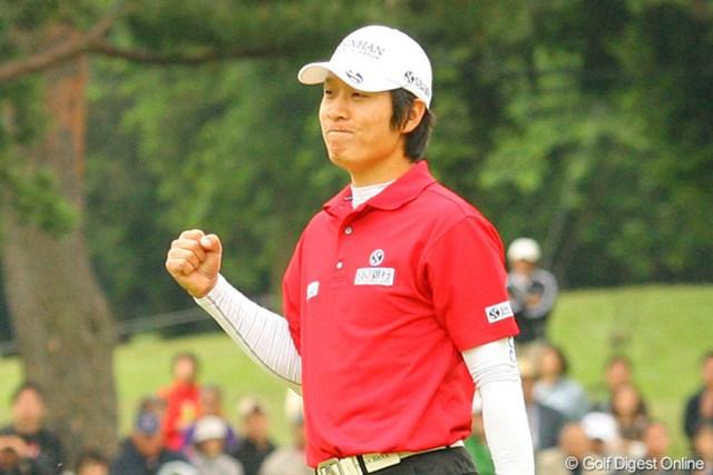 2010年 ダイヤモンドカップゴルフ 最終日 金庚泰 普段は鉄仮面のように表情を変えない金庚泰がウィニングパットを決めて満面の笑みを見せた