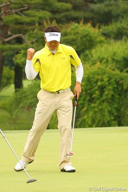 2010年 ダイヤモンドカップゴルフ 最終日 丸山大輔 9番パー5で6mのイーグルパットを決めた丸山大輔。しかし、その後は伸び悩んだ