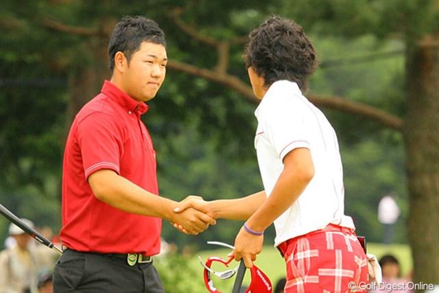 2010年 ダイヤモンドカップゴルフ 最終日 薗田峻輔、石川遼 高校の先輩後輩対決は先輩の薗田に軍配!ホールアウト時にはがっちりと握手を交わした