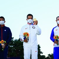 金メダルを獲得したザンダー・シャウフェレ(中央)。銀のロリー・サバティーニ(右)、銅のパン・チェンツェン 2021年 東京五輪 最終日 パン・チェンツェン ザンダー・シャウフェレ ロリー・サバティーニ