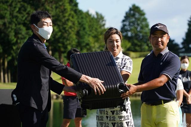 2021年 リシャール・ミル 時松隆光 藤本麻子 スーツケースゲットです
