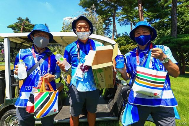 2021年 東京五輪 2日目 水補給 JJこと田辺安啓さん(中央)とボランティアスタッフたち