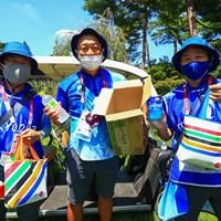 JJこと田辺安啓さん(中央)とボランティアスタッフたち 2021年 東京五輪 2日目 水補給
